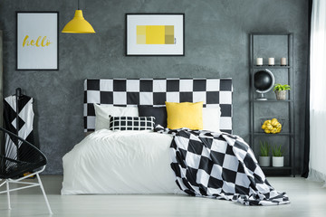 Black and white checkered bedsheets