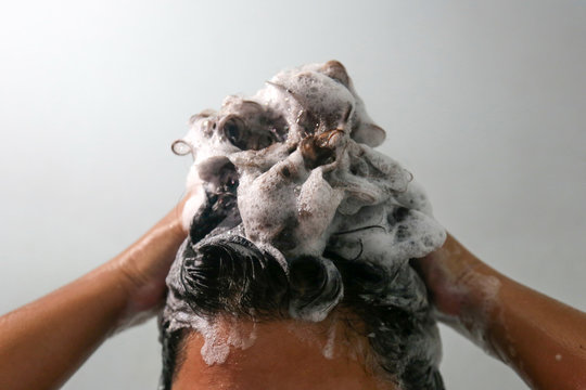 Women are washing hair with shampoo in the bathroom.
