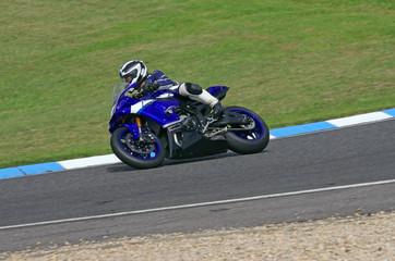 Homme sur une moto