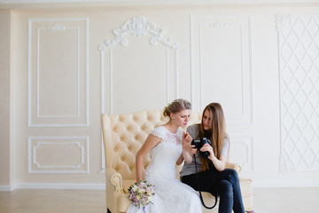 Photographer shows young sexy bride had just taken photos