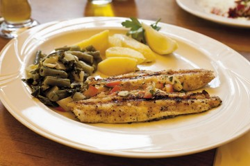 Grilled sea bass with green beans and boiled potatoes