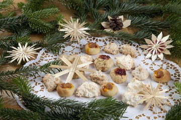 Christmas cookies, macaroons, Bethmaennchen, little Bethmann pastries, nut biscuits, Christmas decoration