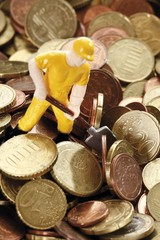 Figure of a construction worker with hard hat and shovel on Euro coins