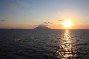 Stromboli bei Sonnenuntergang