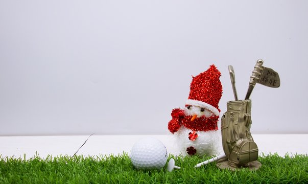 Golf bag with 19th hole flag with Christmas decoration for golfer 's holiday wishes concept