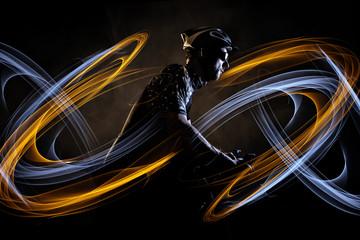 Radsportler mit dynamischem Lichteffekt
