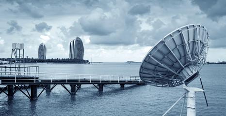 Seaside satellite antenna