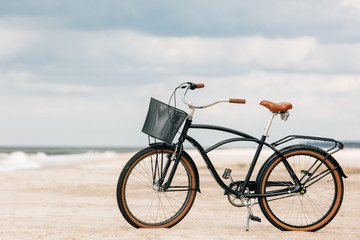 Poster de jardin Velo Pretty bicycle parked on beach. Retro bike near the sea