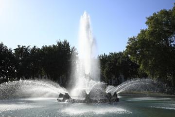 Photo sur Aluminium Fontaine ナヴォイ・オペラ・バレイ劇場前の噴水