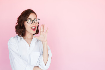 Brunette woman yelling holding hand near mouth