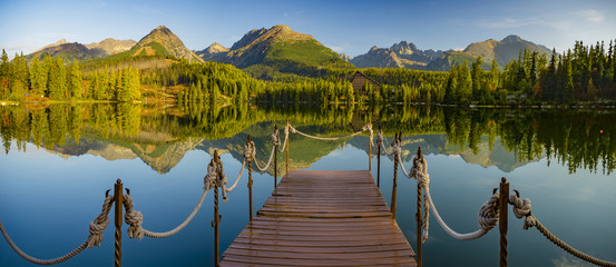 Mountain lake Strbske pleso (Strbske lake) and High Tatras national park, Slovakia Fototapete