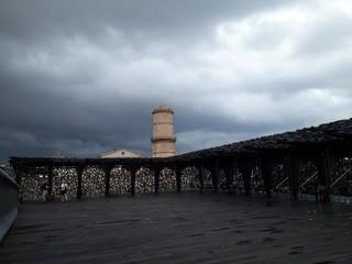 Tour ciel nuageux