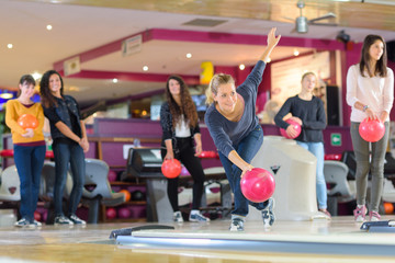 Women ten pin bowling