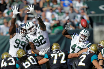 New York Jets players Steve McLendon, Leonard Williams try to block a goal against Jacksonville Jaguars during their NFL football game in East Rutherford