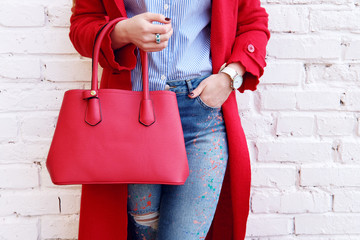 Fashion autumn outfit woman in red coat with leather bag Fototapete