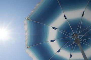 parasol aan het strand