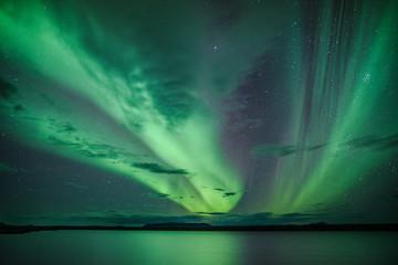 Polarlichter über einem See