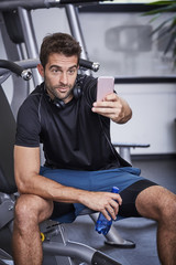 Gym guy taking selfie on Smartphone