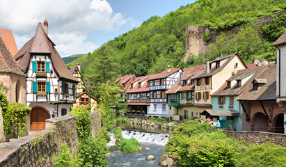 French traditional half-timbered houses and La Weiss river in Kayserberg village in Alsace, France Fototapete