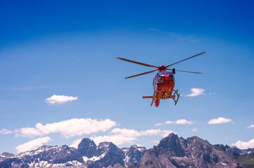 Elicottero sulle Alpi