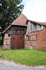 Altes Bauernhaus mit angrenzender Scheune