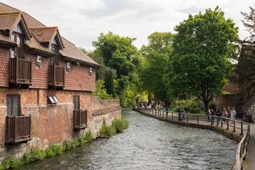 Foto auf Leinwand Fluss The Weirs walk on river Itchen, Winchester