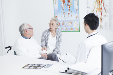 Elderly patients are listening to young doctors for test content