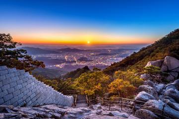 Fotobehang Seoel Sunrise at Baegundae peak and Bukhansan mountains in autumn,Seoul in South Korea.