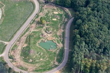 Vue aérienne de l'enclos des éléphants à la réserve d'animaux de Thoiry à l'ouest de Paris