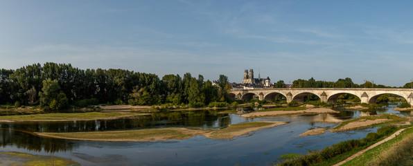 Cathédrale Sainte Croix  et le Pont Royale, Orléans, France