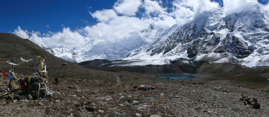 Deurstickers Bergen Beautiful snow capped Himalayas around Tilicho lake