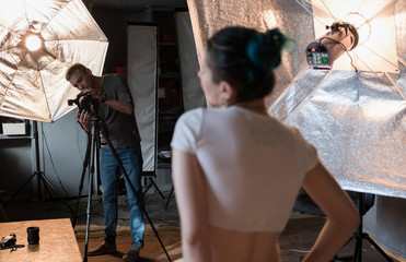 photographer in the process of shooting a model in a photo Studio