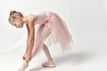 the little ballerina tie the pointes