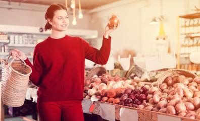 Girl  buying onion