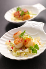 fried scallop with leef and cream