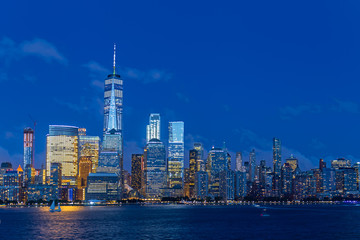 Fototapete - Lower Manhattan Skyline at blue hour, NYC, USA