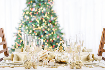 Christmas Dinner Table Setting White and Gold Luxury
