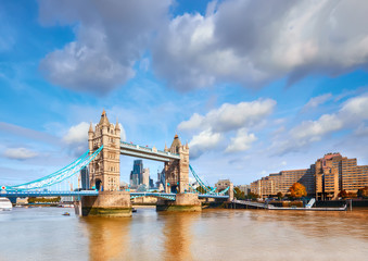 Fototapete - Tower Bridge in London on a bright sunny day