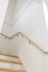 新築の階段