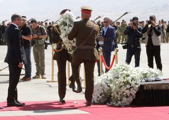 Iraqi Parliament Speaker Salim al-Jabouri stands in front of the coffin of former Iraqi president Jalal Talabani at Sulaimaniya Airport