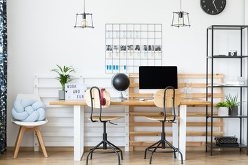 Inspiring workplace with classic chairs