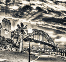 Piękny widok Sydney schronienia most z zmierzchu niebem, Australia