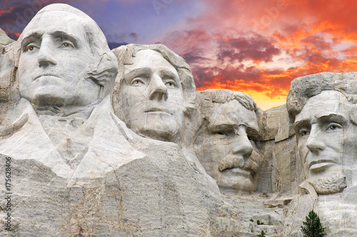 Wall mural Sunset over Mount Rushmore, U.S.A.