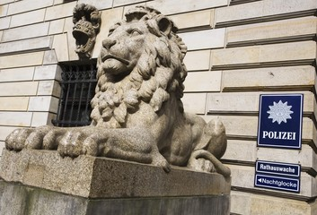 Lion statue at the entrance of the town hall guard-house of the Hamburg Police, Hamburg, Germany, Europe