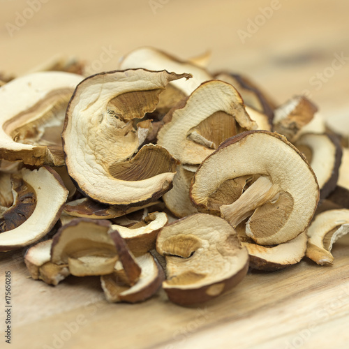 getrocknete steinpilze dried mushrooms stockfotos und. Black Bedroom Furniture Sets. Home Design Ideas