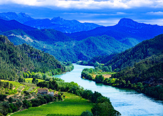 Tuinposter Rivier The Ebro river. Most important river on the Iberian Peninsula. Miravet, Spain