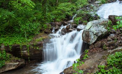 Fototapeten Wasserfalle Amicalola falls slowmotion detail, Georgia state park, USA