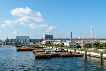 横浜港の風景 運河と青空1