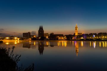 Roermond bei Nacht