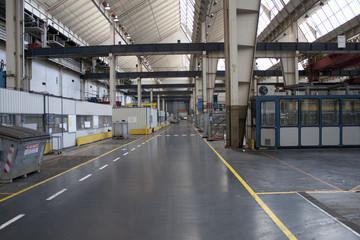 Ansicht einer ehemaligen Produktionshalle vor dem Abriss